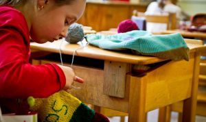 enfant-au-travaux-manuel-de-l-eau-vive