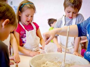 faire-du-pain-maternelle-eau-vive